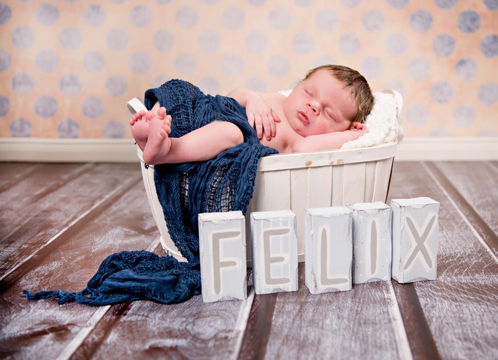 neugeborenen fotoshooting mit felix