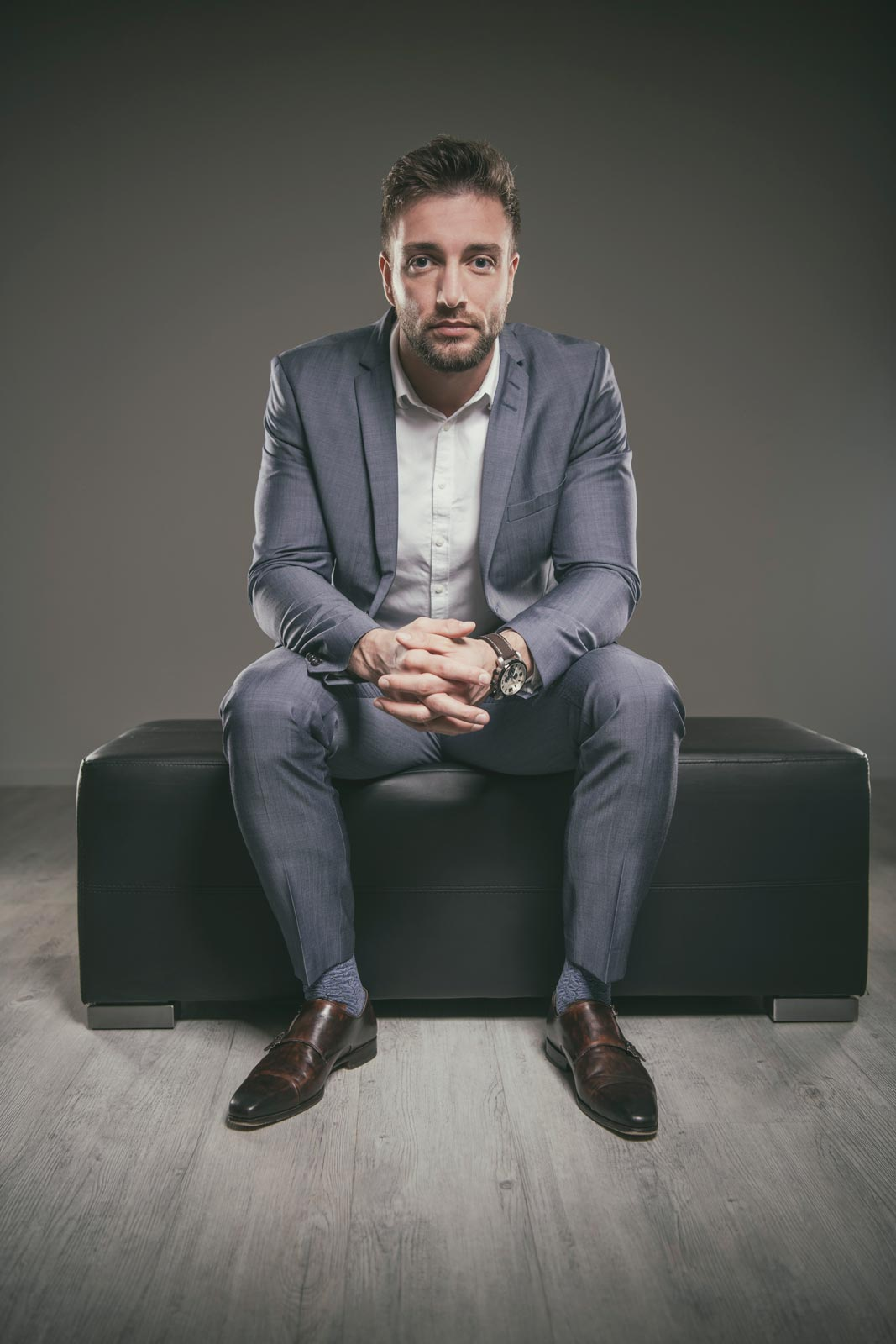 coole maennerportraits business style